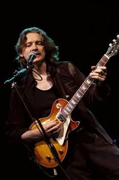 Robben Ford - Sometimes gets all sentimental in a way that is not the blues, but a fantastic player with a more 'outside' sound