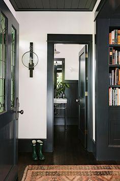 Home Interior Design White Walls, Black Trim Dark Trim, Grey Trim, White Trim, Interior Trim, Home Interior, Dark Interior Doors, Luxury Interior, Painted Interior Doors, Color Interior