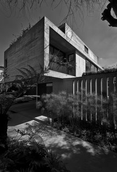 Located in a residential area in the central part of Mexico City, the house becomes an exercise to achieve simultaneously openness and privacy. How is it possible to accomplish spaciousness while surrounded by massive houses on adjacent sites? How is