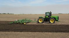 John Deere 9400 cultivating near Des Moines, Iowa, USA. See more John Deere pictures and video at http://powerfarming.co.uk