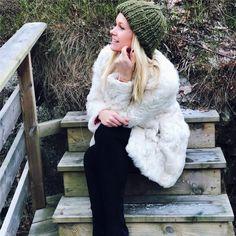 Et strikkeprosjekt til jul? Fur Coat, Knitting, Jackets, Fashion, Down Jackets, Moda, Tricot, Fashion Styles, Breien