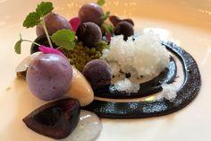 #chefsfriends Kersen, zoetzure magnolia, karamelchocolade en granité van vlierbloesem, Tommy Janssen, Restaurant Bentinck Amerongen.