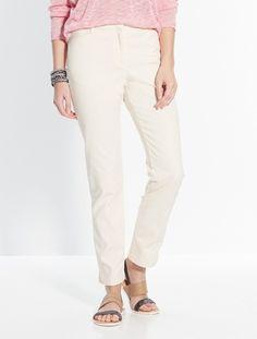 Tendance du printemps/été 2016 - Look minimal zen. Pantalon fuselé. Coloris beige. Collection Balsamik.