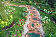 If you're looking to start a garden, re-landscape your current yard, or even just for new ways to fill an empty plot of land in your backyard, be sure to pay close attention. We've scoured the Internet for some of the most creative and beautiful ideas in gardening to act as your inspiration. From gardens …