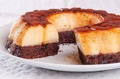 Prăjitură cu cremă de zahăr ars şi blat de ciocolată Kosher Desserts, Fun Desserts, Cake Recipes, Dessert Recipes, Romanian Food, Arabic Food, Food Cakes, Food To Make, Sweet Treats