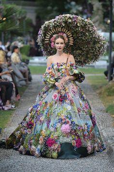 Dolce & Gabbana Alta Moda et Alta Sartoria Haute couture Fall/Winter Femme Fashion Show Dolce & Gabbana, Style Couture, Haute Couture Fashion, Haute Couture Gowns, Beautiful Gowns, Beautiful Outfits, Couture Dresses, Fashion Dresses
