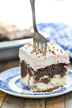 This Chocolate Italian Love Cake starts with a boxed cake mix for an easy dessert recipe that only looks fancy! Perfect for any festive occasion! Love Cake Recipe, Cake Mix Recipes, Sweets Recipes, Easy Desserts, Baking Recipes, Delicious Desserts, Cake Mixes, Pudding Desserts, Food Cakes
