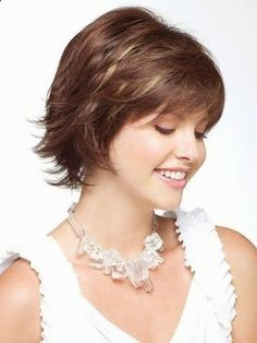 Short Hairstyles for Thin Hair: Women Over 30-40