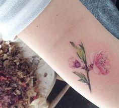 tatuagem de flor pequena