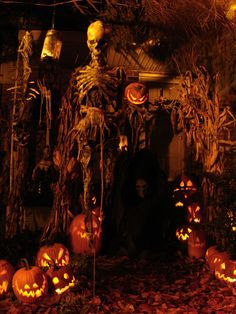 36 Scary Halloween Wedding Decoration Ideas Halloween wedding means you need to incorporate your favorite Halloween details into your wedding. You can keep just the cutesy […] Halloween Outside, Creepy Halloween, Outdoor Halloween, Holidays Halloween, Halloween Pumpkins, Happy Halloween, Halloween Stuff, Halloween Lighting, Halloween Tombstones
