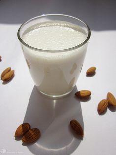 Mandlove mlieko Almond Milk, Glass Of Milk, Panna Cotta, Homemade, Drinks, Ethnic Recipes, Smoothie, Indie, Food