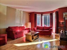 Salon de rêve à voir à Mercier / Hochelaga / Maisonneuve #DuProprio Mercier, Sofa, Couch, Furniture, Home Decor, Living Room, Settee, Settee, Decoration Home