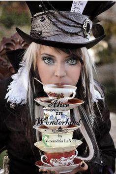 Alice in Wonderland: Fem Mad Hatter #cosplay #crossplay #aliceinwonderland