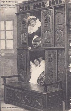 closed wooden beds used in Brittany to protect from cold winter nights