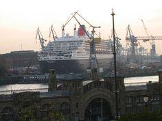 09.11.2005  Queen Mary 2 in Hamburg
