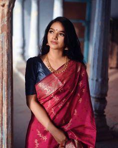 MOHINI - Our traditional kaasumalai with jhumka Indian Photoshoot, Saree Photoshoot, Fancy Blouse Designs, Saree Blouse Designs, Indian Dresses, Indian Outfits, Saree Poses, Wedding Saree Collection, Saree Trends