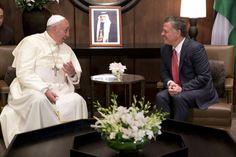 """El Papa y el rey jordano Abdullah II; Francisco pidió encontrar una salida """"pacífica"""" a la crisis de Siria y abogó por """"la libertad religiosa"""" en Medio Oriente. Foto: AFP"""