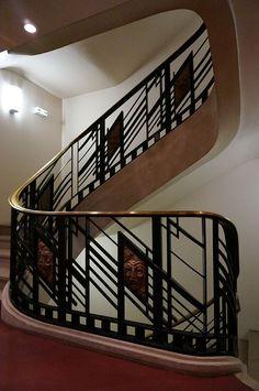 French Art Deco: Escalier (Les ferronneries sont d'Edgard Brandt) du Grand Théâtre de Reims (France): création de 1931.