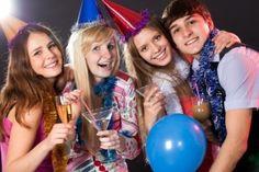 14695909-los-jovenes-tienen-diversion-de-las-fiestas-saluda.jpg (1200×801)