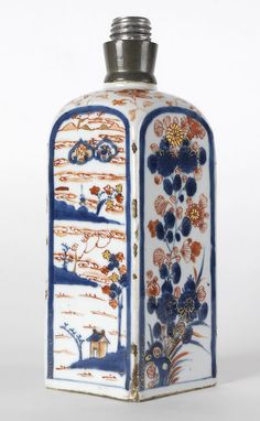 Chinese Imari Export Porcelain Square Flask, Kangxi. pre 1800.