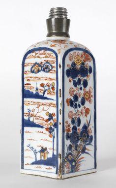 Chinese Imari Export Porcelain Square Flask, Kangxi. pre 1800.