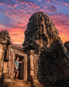 Siem Reap City Guide - All About Siem Reap & Angkor Wat, Cambodia Siem Reap, Asia Travel, Travel Tips, Great Places, Places To See, History Of Buddhism, Angkor Wat Cambodia, Design Art, Logo Design