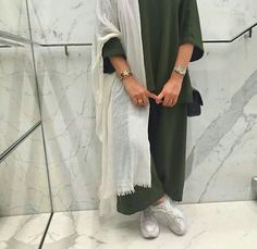 Image discovered by Gul 🌠. Find images and videos about fashion, style and outfits on We Heart It - the app to get lost in what you love. Abaya Fashion, Muslim Fashion, Modest Fashion, Fashion Outfits, Modest Wear, Modest Outfits, Niqab, Modern Abaya, Casual Hijab Outfit