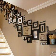 Suivre la pente de votre escalier n'est pas obligatoire mais donne habille votre mur de manière originale.