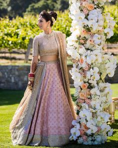 Haute spot for Indian Outfits. Indian Wedding Outfits, Bridal Outfits, Wedding Attire, Indian Outfits, Bridal Dresses, Wedding Suits, Indian Lehenga, Lehenga Designs, Indian Attire