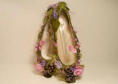 ~ gimmie hot glue and flowers and I will do this for all my fairy shoes woodland fairy costume Halloween Kostüm, Halloween Costumes, Fairy Costumes, Woodland Fairy Costume, Fairy Shoes, Do It Yourself Fashion, Fairy Clothes, Fairy Dress, Fantasy Costumes