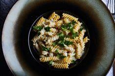 Négysajtos tészta, ha villámgyors kajára vágytok Pasta Salad, Ale, Ethnic Recipes, Kitchen, Street, Foods, Crab Pasta Salad, Food Food, Cooking