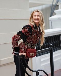 Meet the it bag for the it girl. Romee Strijd and her Pegaso Bag. Rainbow Bag, Victorias Secret Models, Size Model, Amazing Women, Outerwear Jackets, Cool Style, Fashion Show, Autumn Fashion, Style Inspiration