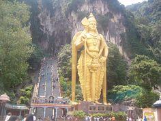 Malaysia - Batu Caves buraya gittim. hiç de böyle görünmüyor hatta iğrenç gelmişti. maymunlar filan.