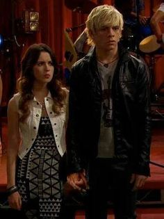 No, Laura he's mine! Disney Channel Shows, Disney Shows, Cute Celebrity Couples, Cute Couples, Austin E Ally, Calum Worthy, Austin Moon, Laura Marano, Girl Meets World