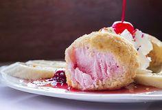 Incearca aceasta reteta surprinzatoare de inghetata prajita cu o crusta delicioasa de fulgi de porumb si nuci!