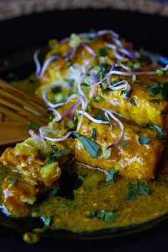 Delicious Cape Malay pickled fish recipe pairs fantastically with salad and fresh crusty bread. Fish Recipes, Seafood Recipes, Mexican Food Recipes, Healthy Recipes, Ethnic Recipes, Savoury Recipes, Cooking Recipes, Pickled Fish Recipe, Fish Varieties