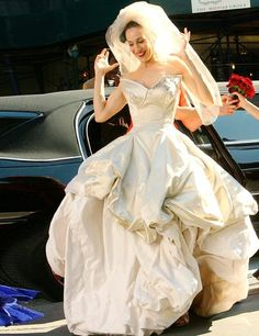 Vivienne Westwood and a bird on her head, Carrie heads out to marry her Mr Big. SATC The Movie, 2008