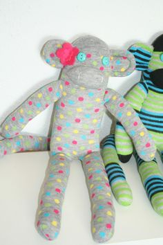 Sock monkey tutorial crafts-projects-things-to-do Crafts To Make, Fun Crafts, Arts And Crafts, Crafty Projects, Sewing Projects, Fabric Crafts, Sewing Crafts, Animal Sewing Patterns, Little Baby Girl