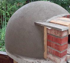 Building a small wood fired pizza oven around internal dia., big enough for 2 pizza Build small wood fired pizza oven or 30 diameter. Clay Pizza Oven, Build A Pizza Oven, Pizza Oven Outdoor, Stone Pizza Oven, Brick Oven Outdoor, Clay Oven, Bread Oven, Outdoor Cooking, Wood Burning Oven