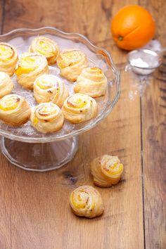 Kezdő háziasszonyok megmentője: egyszerű vaníliás-narancsos csiga | Mindmegette.hu Cookie Cups, Cereal, Sweets, Candy, Cookies, Breakfast, Food, Crack Crackers, Morning Coffee