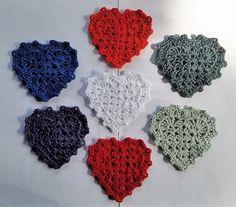 Julehjerter af bedstemors mønster Crochet Christmas Decorations, Christmas Crochet Patterns, Christmas Crafts, Free Crochet, Knit Crochet, Crochet Hats, Hobby Shops Near Me, Knitted Heart, How To Make Bows