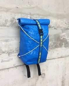 If you've been to Ikea before, you must have seen them . - Ikea DIY - The best IKEA hacks all in one place Diy Rucksack, Diy Sac, Blue Bags, Backpack Bags, Bag Making, Travel Bags, Upcycle, Sewing Projects, Backpacks
