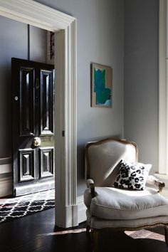How-To-Decorate-Narrow-Hallway-Entryway-Black-Front-Door-Ideas -inspiration-gray-grey-living-room-dining-room-victorian-decor -design-interiors-home-moulding Victorian Terrace House, Victorian Decor, Victorian Era, Victorian Hallway, Victorian Townhouse, Modern Victorian, Terraced House, Living Room Grey, Living Room Decor