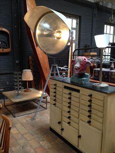 meuble d'opticien    luminaire industriel de gare www.passe-compose.be Tournai Belgique
