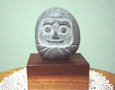 石の種類 不詳高さ8センチ弱 幅7センチほど 重さ468グラム自然石の形をそのまま残し、ちょっと手を貸して達磨さんに仕上げました。台は含まず|ハンドメイド、手作り、手仕事品の通販・販売・購入ならCreema。