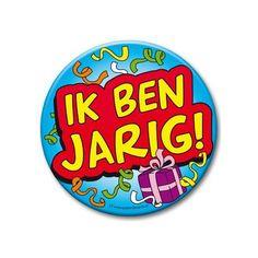 XXL verjaardags button ik ben jarig. Extra grote button met de tekst: Ik ben jarig! Formaat: ongeveer 10 cm.