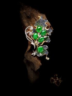 Jade Jewelry, Jewelry Art, Vintage Jewelry, Jewelry Design, Fashion Jewelry, Jewellery, Gold Pendent, Jade Pendant, Diamond Brooch