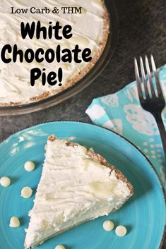 White Chocolate Pie is low carb and gluten free. A fluffy white chocolate pillin… White Chocolate Pie is low in carbohydrates and gluten-free. A fluffy white chocolate pill that sits in a low-carb crust. White Chocolate Pudding Recipe, Sugar Free White Chocolate, Chocolate Pudding Desserts, White Chocolate Desserts, Chocolate Pies, Sugar Free Pudding, Thm Recipes, Family Recipes, Kuchen