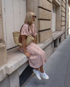 Emma Hill makeup bag cost: Emma wearing pink floral dress Source by whowhatwearuk 80s Fashion, Girl Fashion, Fashion Outfits, Womens Fashion, Fashion Jobs, Queer Fashion, Petite Fashion, Fashion Pants, Dress Fashion