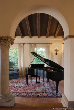 This room size Serapi rug creates a visually and aurally pleasing space in which to enjoy piano music. Antique Persian carpets from Claremont Rug Company Grand Piano Room, Home Music Rooms, Room Size Rugs, Baby Grand Pianos, Le Piano, Home Interior Design, Rugs On Carpet, Carpets, Family Room